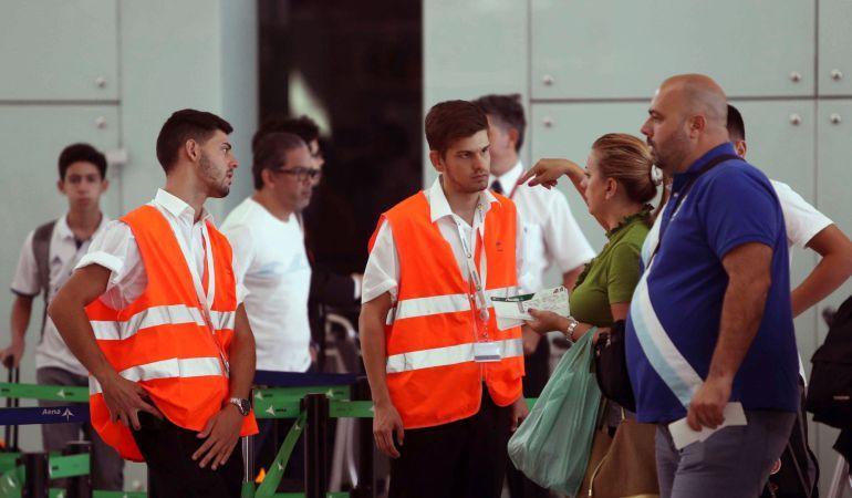 Los sindicatos de AENA convocan una huelga en todos los aeropuertos de España