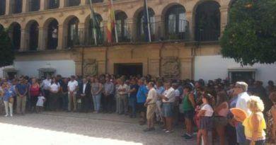 12.000 euros para la Fundación Vicente Ferrer en las huchas colocadas por familias de fallecidos en India