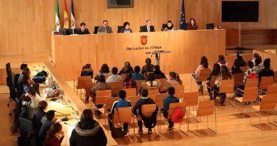 Medio centenar de alumnos de Pizarra participan en el pleno infantil de Diputación con motivo del Día de la Constitución