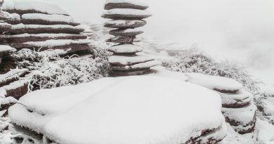 Las primeras nevadas tiñen de blanco el Torcal y la Sierra de las Nieves de Málaga