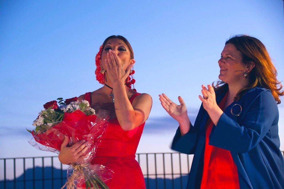 El pregón de la cantante sevillana Joana Jiménez sirvió para inaugurar la VII edición de 'Ronda Romántica', en un acto que tuvo lugar ayer (16 de mayo) en el Auditorio de Blas Infante. Comienza así la programación de la fiesta que se prolongará durante todo el fin de semana.