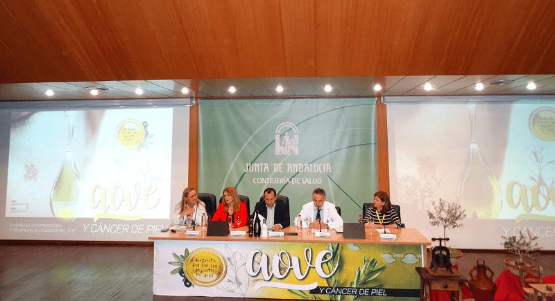 La Campaña 'Disfruta del sol sin dejarte la piel' organiza una jornada que muestra los valores del aceite de oliva virgen extra en el cuidado de la salud y de la piel