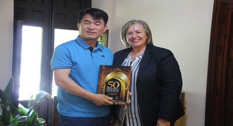 Una delegación de Corea del Sur visitó Ronda y se interesó por la gestión turística del municipio