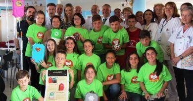 Escolares de Archidona fabrican carcasas decorativas para niños y niñas hospitalizados