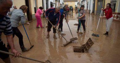 Microrrelato: Un día de barro y solidaridad de Francisco Santaella