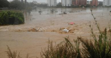 Las lluvias de Málaga se cobran una vida y se busca un británico desaparecido