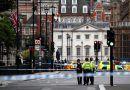 Detenido un conductor tras estrellar su coche contra las barreras del Parlamento británico y causar varios heridos
