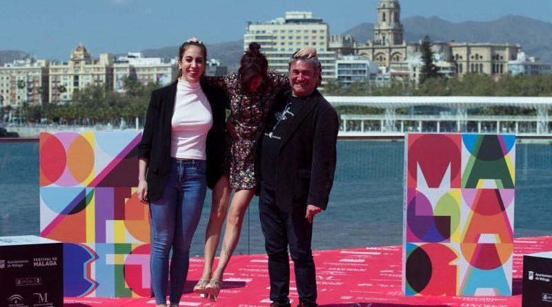 Ballús emociona a Málaga con el viaje a la madurez de 'Staff only'